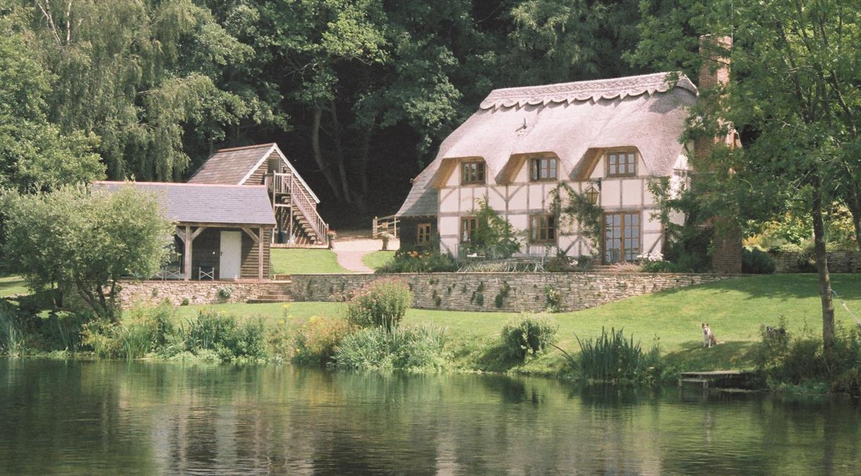 Phenomenal Self Catering Cottages Apartments Hampshire Download Free Architecture Designs Lectubocepmadebymaigaardcom