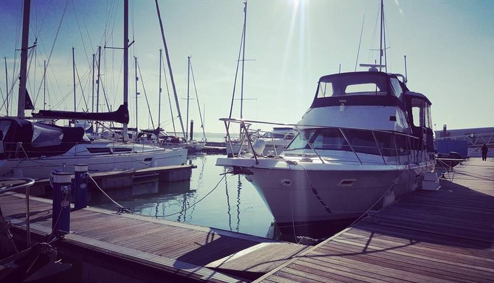 Motor yacht hampshire for Smith motor company charleston wv